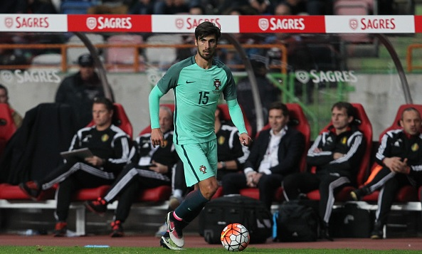 Barcelona sign Andre Gomes from Valencia