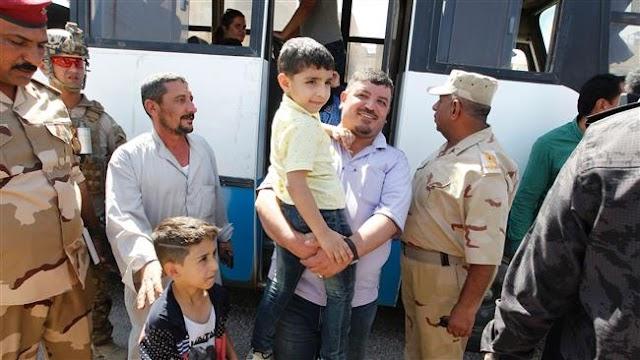 Displaced Iraqi families by Daesh Takfiri terrorist group begin returning to Fallujah