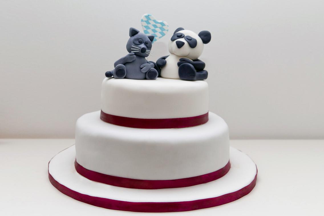 Zweistockige Hochzeitstorte Mit Panda Und Waschbar