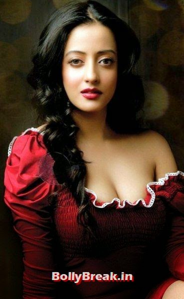 10. Raima Sen: Raima Sen is the granddaughter of the famous Bengali actress Suchitra Sen. Her mother Moonmoon Sen was also a Bengali actress. Raima is well known for her art films. But, she has two attractive eyes to catch anybody's attention, Bengali Actresses Hot Photos - Top 10 Bengali Actress