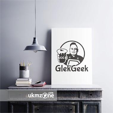Desain Logo Untuk Usaha Minuman GlekGeek