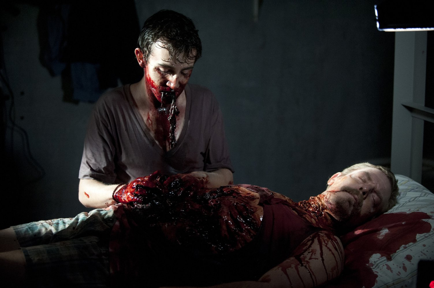 Nonton Film The Walking Dead S04E02: Infected (2013)