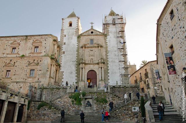 Plaza San Jorge Iglesia de San Francisco Javier Caceres