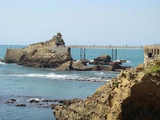 Roca de la virgen biarritz