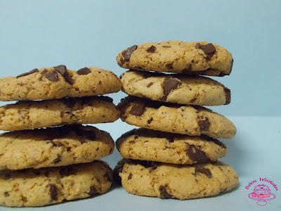 Galletas con chips de chocolate blanco y negro