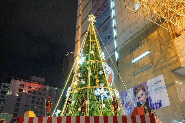 DSC08721 - 台中聖誕活動再一發│聖誕特快車來到廣三SOGO百貨廣場前亮相,還有禮物販賣機和印可拍