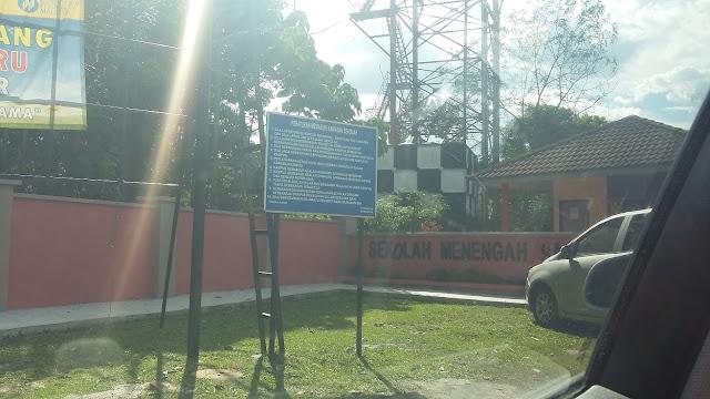 Sekolah Menengah Sains Hulu Selangor atau lebih dikenali sebagai SEMASHUR merupakan sekolah berasrama penuh ke-38 dan terletak di Batang Kali, Selangor. Salah satu sekolah berasrama penuh yang mendapat pengiktirafan sebagai sekolah berprestasi tinggi kohort-3 pada Disember 2012 dalam kebitaraan sukan ragbi, inovasi dan F1 in Schools.  Dibuka pada tahun 2000, pelbagai kejayaan telah dilakar oleh warga sekolah ini. Antaranya, SEMASHUR telah mencatatkan prestasi yang baik apabila berjaya mendapat nombor 1 keseluruhan SBP dalam peperiksaan PMR pada tahun 2008 dan mencatat hatrik pada tahun 2010, 2011 dan 2012 [1]. Turut tidak dilupakan, SEMASHUR berjaya menduduki tangga ke-2 dalam semua SBP dalam SPM 2002 walaupun baru tahun pertama SPM diadakan di SEMASHUR pada ketika itu.  SEMASHUR berkeluasan 60 ekar (40 ekar kawasan berumput dan 7 ekar kawasan kolam bekas perlombongan). SEMASHUR boleh dihubungi melalui jalan Sungai Tua ke Batu Caves (25km) atau ke Rawang (30km) melalui jalan Tg. Malim – KL.  Pada 2009, Sekolah Menengah Sains Hulu Selangor memiliki 352 pelajar lelaki dan 340 pelajar perempuan, menjadikan jumlah keseluruhan murid seramai 692 orang. Ia mempunyai seramai 63 orang guru.2009