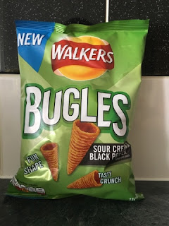WALKERS BUGLES Sour Cream and Black Pepper