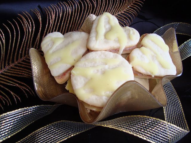 http://www.caietulcuretete.com/2010/03/fursecuri-cu-crema-de-rahat.html