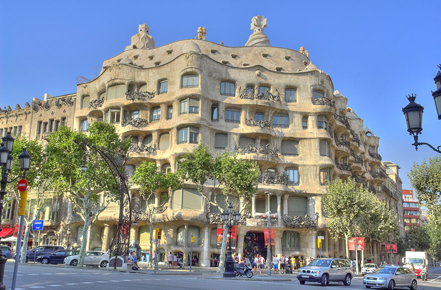 Travel Expectations Vs Reality (20+ Pics) - Exploring The Amazing Architectural Details Of Gaudi's Casa Mila In Barcelona, Spain