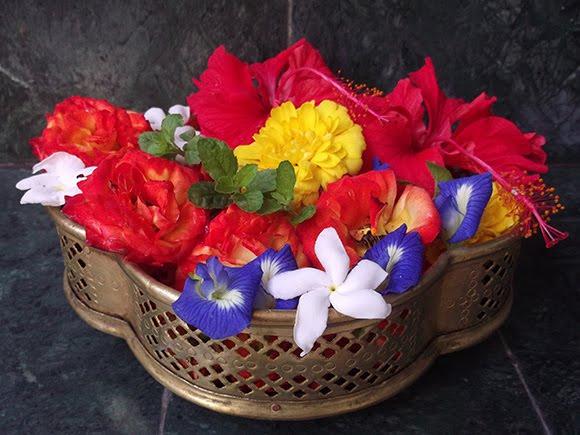 पूजा मे कौन सा फूल किस भगवान को प्रिय ...