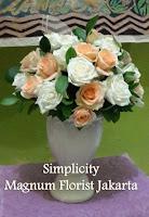Vas Meja Bunga Mawar Cantik