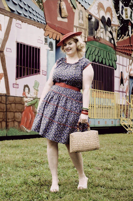 1950s vintage plus size fashion with red straw hat, lucite wicker purse, bakelite bracelets via Va-Voom Vintage