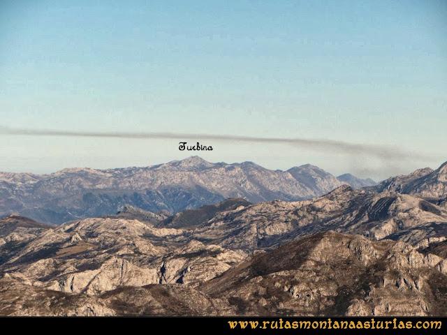 Ruta al Pico Pierzu: Vista del Cuera, presidida por el Turbina