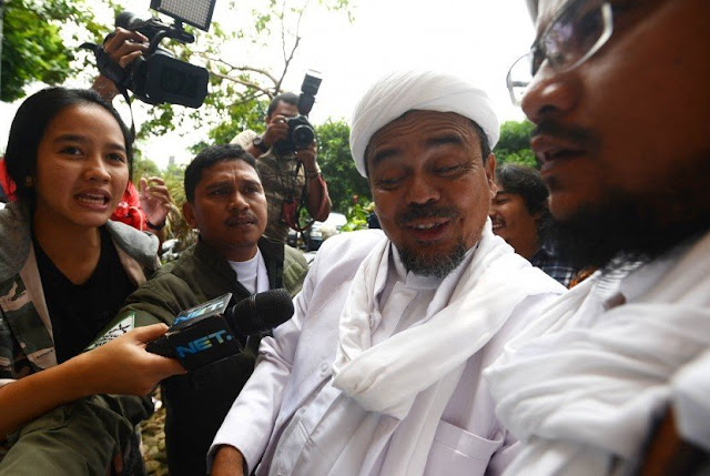 Sebegitunya! Terungkap 6 Kejanggalan Fatal Tiket Kepulangan Imam Besar, Bisa Melintasi Waktu Gitu?