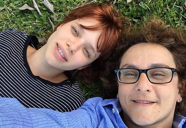 Bruna Linzmeyer e namorada 24 anos mais velha