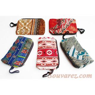 Souvenir Dompet HP Batik Resleting