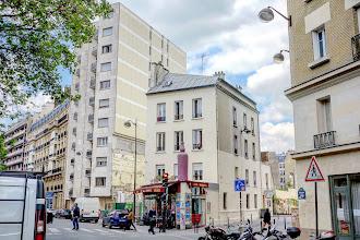 Paris : L'insolite enseigne de la brasserie La Grosse Bouteille - 68 bd Richard Lenoir - XIème