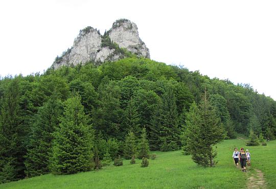 Pod Południowymi Skałami (słow. Poludňové skaly).