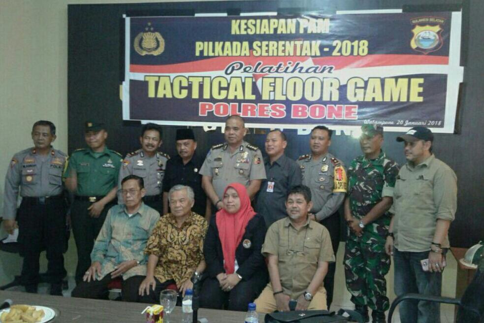 Jelang Pilkada Polres Bone Gelar Pelatihan Tactical Floor Game