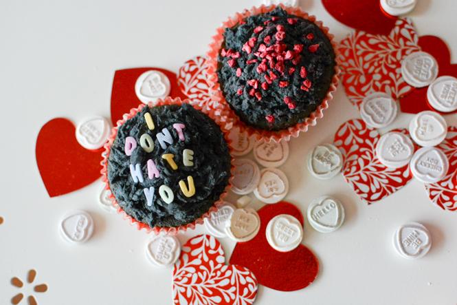 funny slogan valentine cupcakes