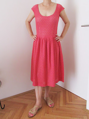 http://ladylinaland.blogspot.hr/2015/09/coral-pink-red-lace-dress.html