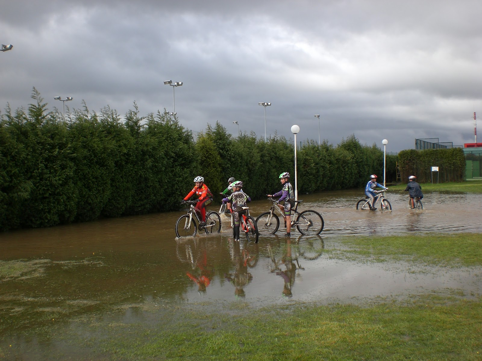 Escuela de ciclismo coque ur a agua agua y m s agua en for Piscinas la morgal