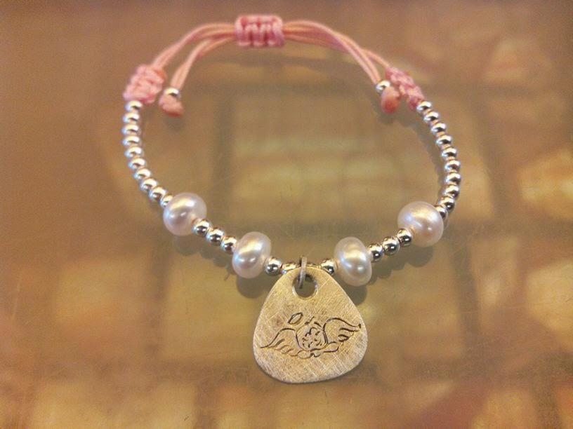 Pulsera chapa plata perlas comunion artesanal personalizada