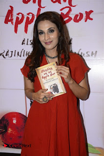 Sonakshi Sinha Karan Johar at Aishwarya Rajinikanth Standing on an Apple Box Book Launch Event  0021.jpg