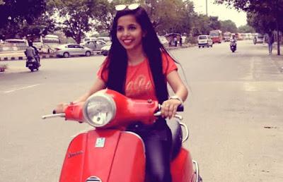 Dhinchak Pooja Dilon Ka Shooter Hai Mera Scooter