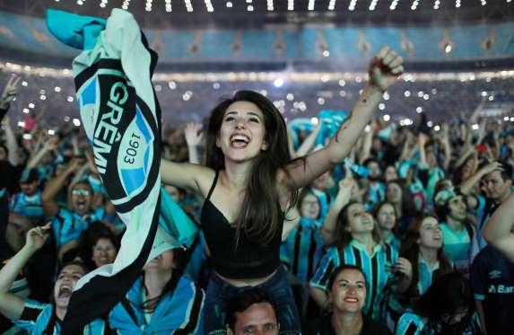 CAMPEÃO DA LIBERTADORES DA AMÉRICA  Grêmio é recebido com festa e ... 4e9b7eb63eb63
