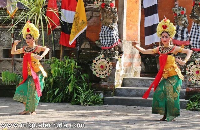 Bailarinas-Danza-Barong