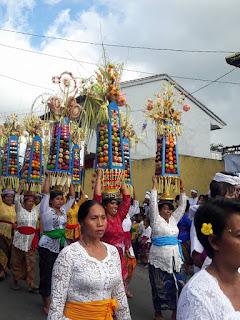 Tradisi Ngeloang Capah di Desa Tamblang