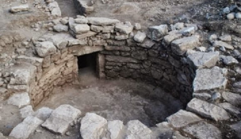 Untouched Mycenaean tomb found in Central Greece