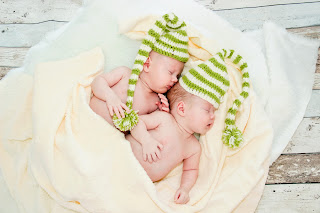 Twin_babies_sleeping_in_same_position_HD_photo_image.jpg