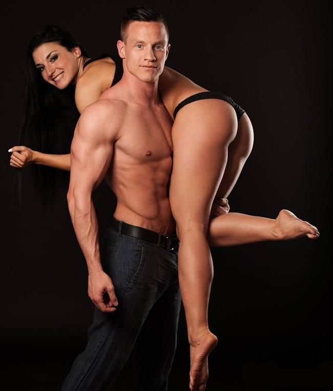 девушка и парень занимаются фото