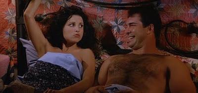 """Elaine dizia que o boy David Puddy (Patrick Warburton) """"exalava uma sexualidade selvagem"""""""