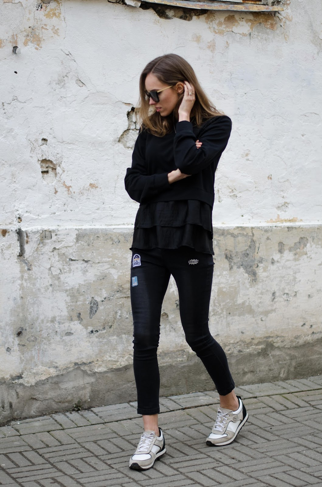kristjaana mere all black casual spring outfit