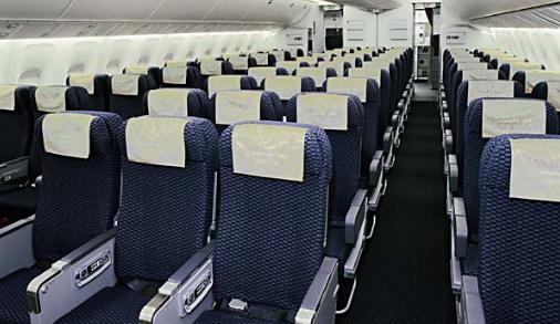 10 Kursi Pesawat Jarak Jauh Paling Sempit di Dunia