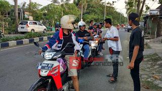 "Ngalap Berkah Di Bulan Ramadhan, Komunitas ""Angop"" Berbagi Takjil"