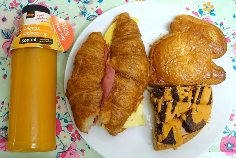 Easter 2018 brunch Coop supermarket ananas meloen sap juice croisant rosbief cheese bunny gevulde koek caramel brownie cake