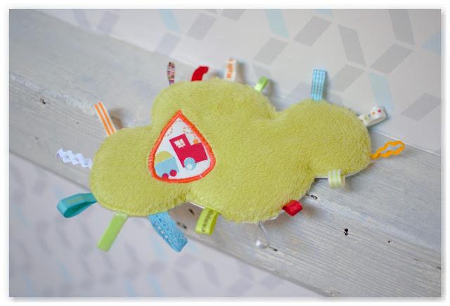doudou étiquettes nuage vert et appliqué en forme de goutte