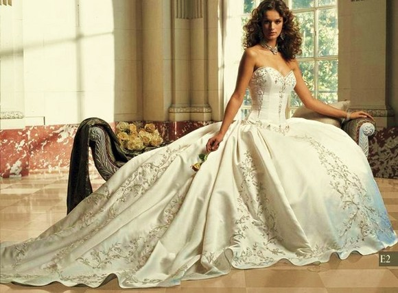 Huge Wedding Ball Gowns: Wedding Decor: 'Victorian Wedding Theme' A Royal Effect In