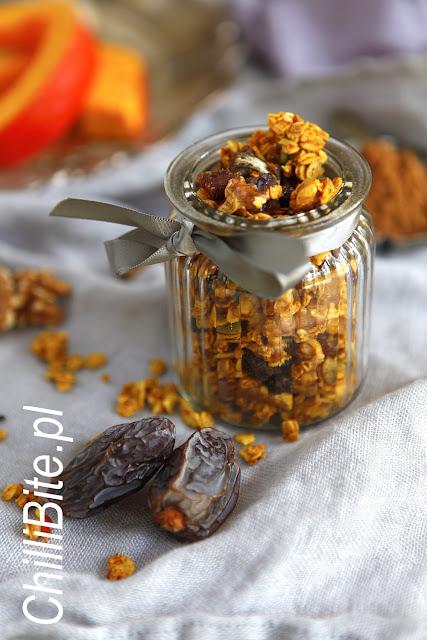 granola dyniowa słodzona daktylami
