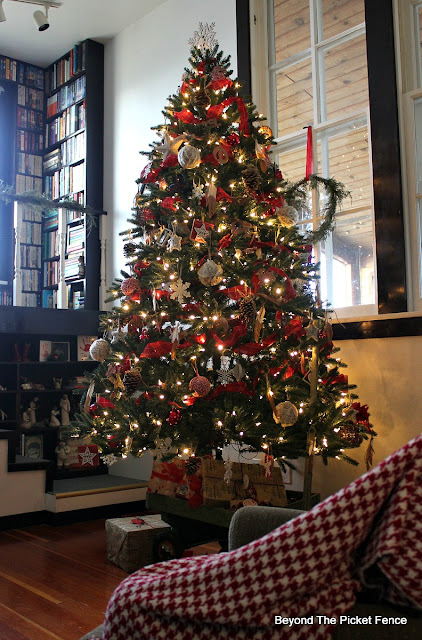 Christmas tree, woodland, winter, christmas decor, woodland tree, old wagon, country living,hometalk, old schoolhouse, http://bec4-beyondthepicketfence.blogspot.com/2015/12/home-for-christmas-home-tour-blog-hop.html