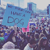 ΔΕΝ ΕΧΕΙ ΑΚΟΜΑ ΣΚΥΛΟ! Διαδηλωτές και σκύλοι εναντίον του Τραμπ...
