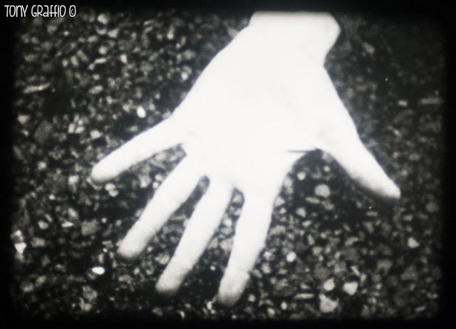 Fotogramma tratto da Etienne's hand un film sperimentale di Richard Tuohy