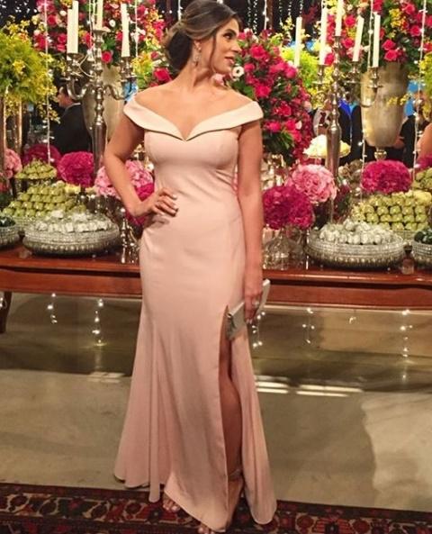 vestido de festa rosa  longo liso com decote ombro a ombro