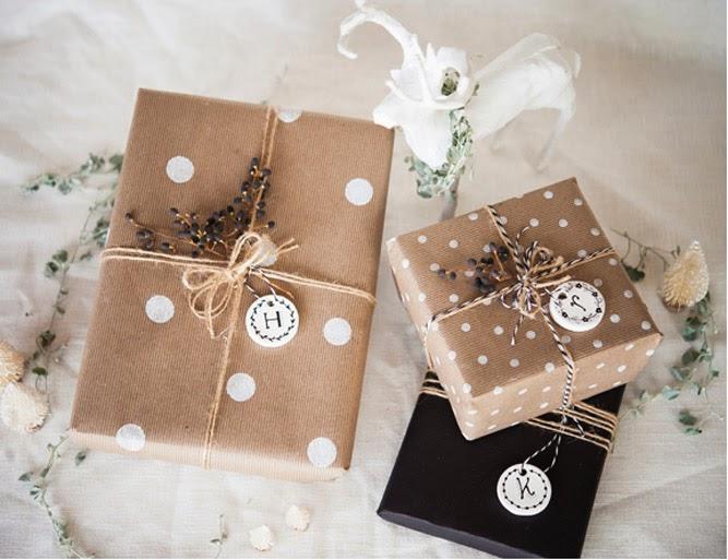 natal-presente-embalagem-papel-craft-carimbo-bolinhas