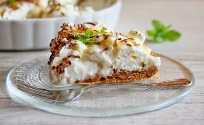 szybkie ciasto, prosta tarta, krem z bitej śmietany, bita śmietana z bezami, daylicooking